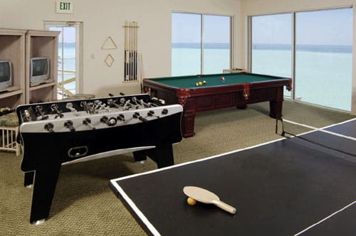 7 great man cave ideas for conservatories for Indoor game room ideas